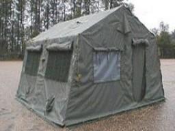 W takich namiotach spedza 8 dni.
